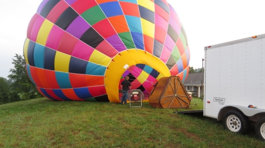 Inflating the Balloon. That tiny fan is all that is required! Once the balloon is inflated by cool air...then the propane burners take over.